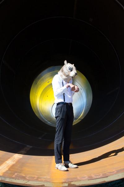 Fotodoos fotoshoot met latex eekhoorn masker